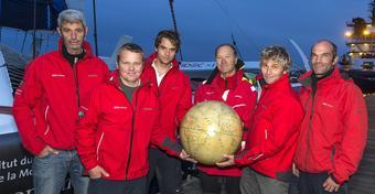 Joyon płynie po Jules Verne Trophy